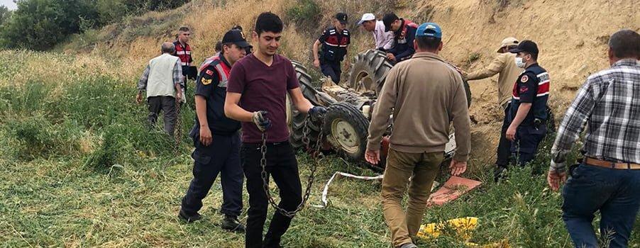15 yaşındaki abinin kullandığı traktör devrildi, 4 yaşındaki kardeşi hayatını kaybetti