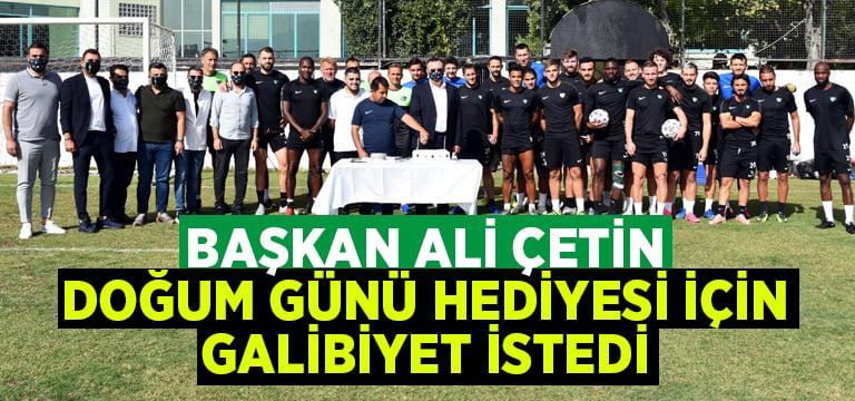 Başkan Çetin futbolculardan doğum günü hediyesi olarak galibiyet istedi